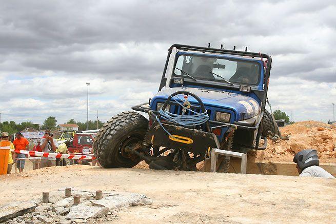 Juan Carlos Gómez Largo y Javier Valoria estrenaban su nuevo Jeep Wrangler en Los Santos de la Humosa