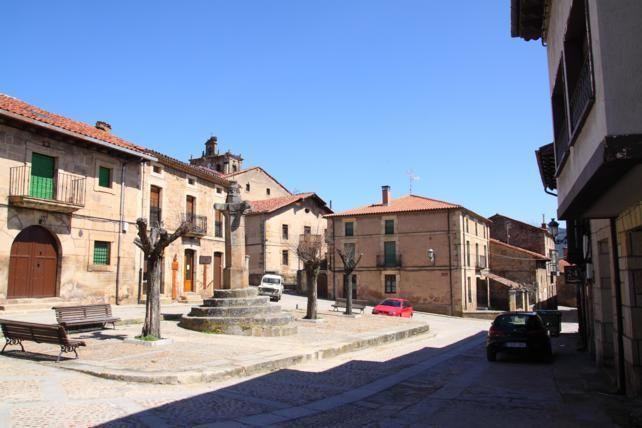 En 1.597 Carlos III otorgó a la localidad de Vinuesa el título de Villa, conservándose hoy en la Plazuela el Rollo Jurisdiccional que acredita tal título