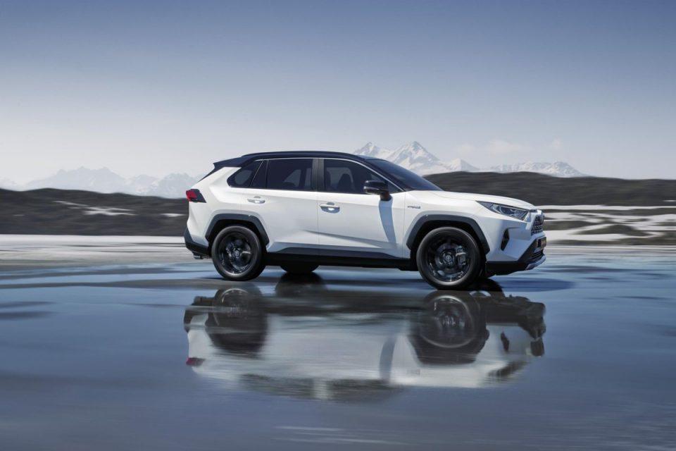 Toyota España pone a la venta el nuevo RAV4 hybrid, con renovada tecnología Toyota Electric Hybrid