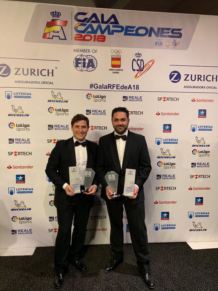 Rubén Gracia y Sergio Peinado, recibiendo el título de Campeones de España de Rallyes Todo Terreno 2018